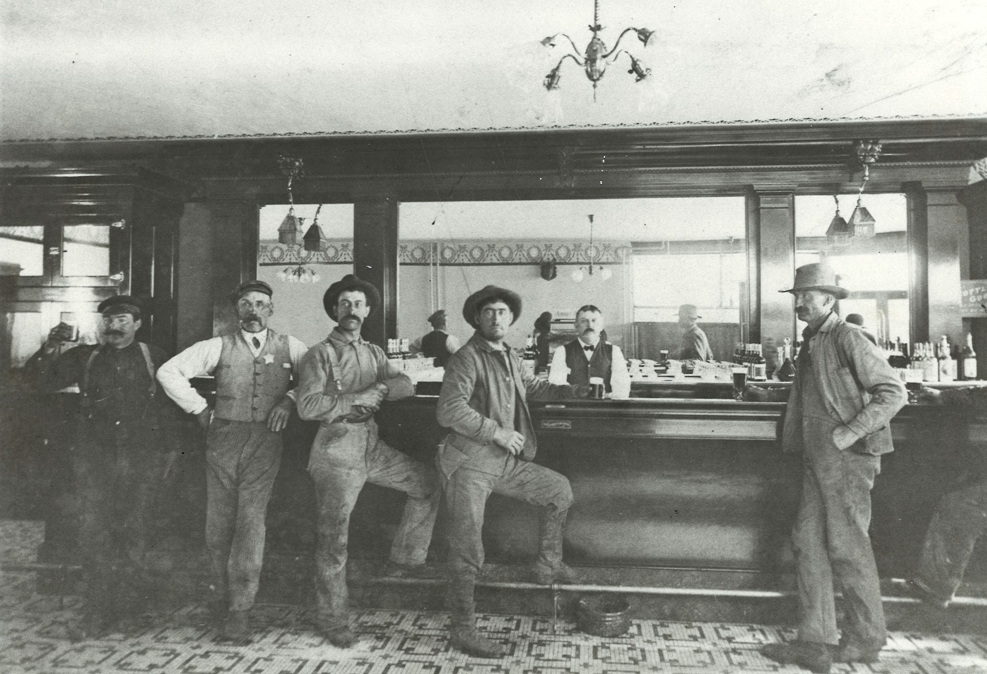 Art & Alma's in 1908, then known as Rulhausen's Tavern